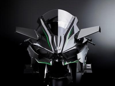 Ninja H2 ™ frente al frente con pintura plateada espejo